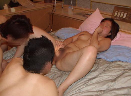 複数の男の前で開脚バイブオナニー調教マニア乱交グループセックス画像